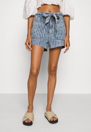 PAPER BAG TIE WAIST - Denim shorts - medium wash