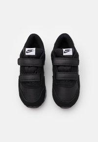 Nike Sportswear - MD VALIANT UNISEX - Trainers - black/white - 3