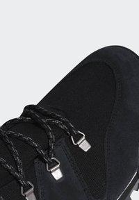adidas Performance - TERREX SNOWPITCH COLD.RDY TRAXION - Obuwie hikingowe - black - 8