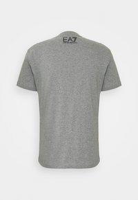 EA7 Emporio Armani - Print T-shirt - grey - 1