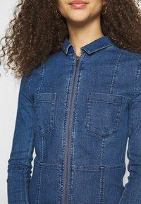 Noisy May Petite - NMLISA ZIP DRESS - Denim dress - medium blue denim - 5
