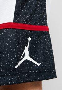 Jordan - JUMPMAN GRAPHIC SHORT - Korte sportsbukser - black/white/gym red - 6