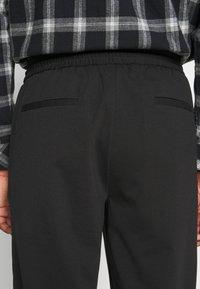 Selected Homme - SLHSLIMTAPE JIM STRING FLEX - Trousers - black - 5