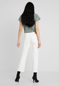 Pieces - PCJEANNY - Straight leg jeans - bright white - 2