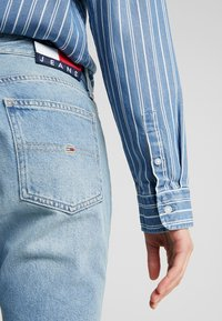Tommy Jeans - CROP - Flared Jeans - light-blue - 5
