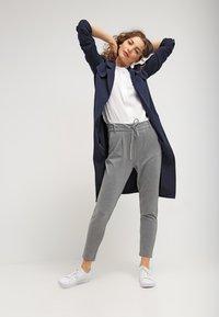 ONLY - POPTRASH EASY COLOUR PANT - Bukse - medium grey melange - 1
