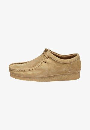 STONE WALLABEE - Volnočasové šněrovací boty - beige