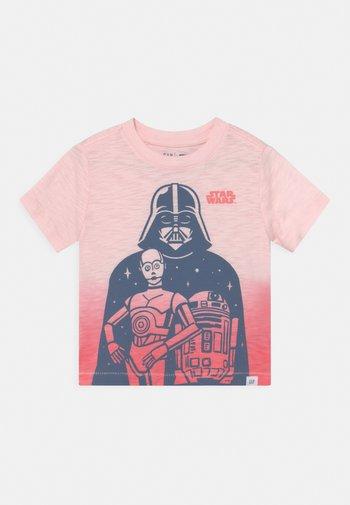 TODDLER BOY GRAPHICS MANDOLORIAN THE CHILD STAR WARS - T-shirt print - cherry blossom