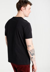 Champion Reverse Weave - SHORT SLEEVE TEE - Print T-shirt - black - 2