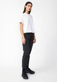 ARMEDANGELS - CAJAA - Slim fit jeans - black - 3