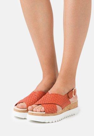 Sandály na platformě - terra