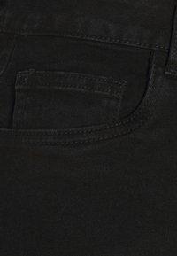 Noisy May - NMKATY MOM CUTLINE - Shorts di jeans - black denim - 2