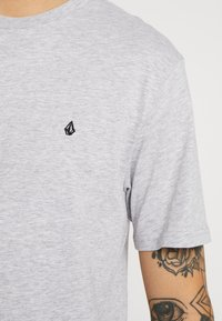 Volcom - STONE BLANKS - Basic T-shirt - mottled light grey - 5