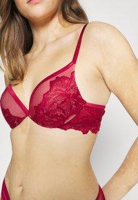 Calvin Klein Underwear - OVERSIZETRIM PLUNGE - Push-up bra - sweet berry - 5