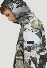 TOM TAILOR DENIM - Hoodie - black white landscape design - 1