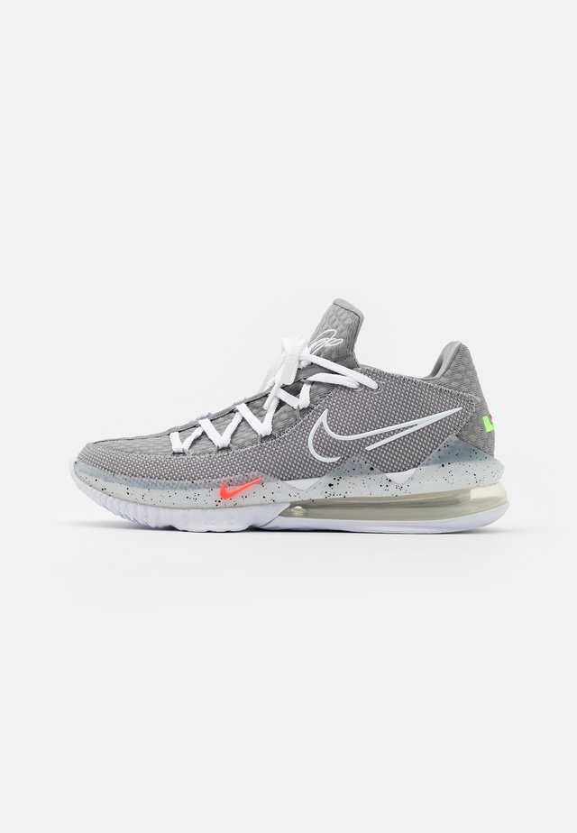 LEBRON XVII LOW - Chaussures de basket - particle grey/white/light smoke grey/black/multicolor
