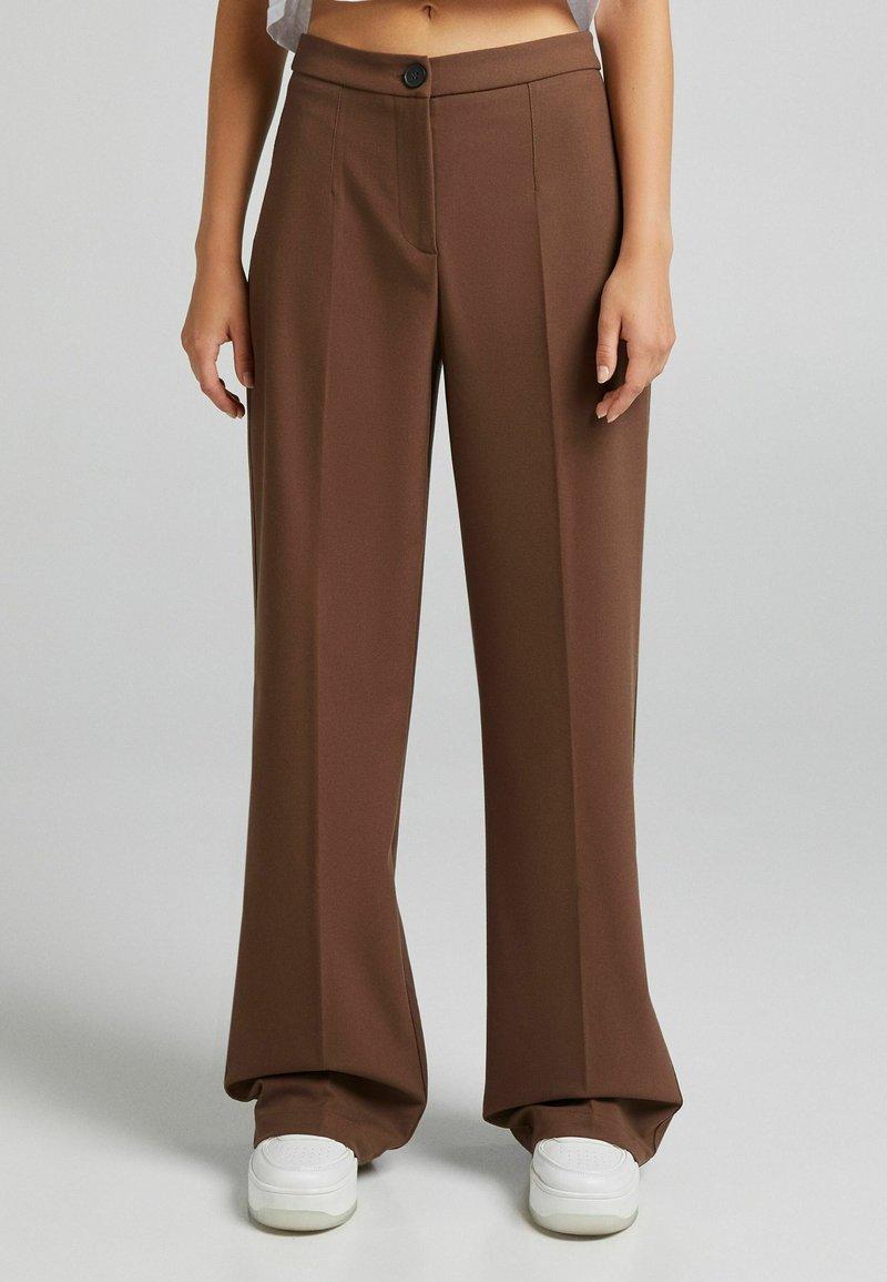 Bershka - Kalhoty - brown