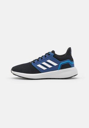 EQ19 WINTER CONTEMPORARY CLOUDFOAM - Zapatillas de running neutras - core black/footwear white/victory blue