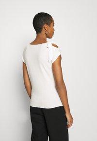 NAF NAF - MARCEAU - Print T-shirt - ecru - 2