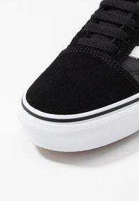 Vans - OLD SKOOL - Sneakersy niskie - black - 5