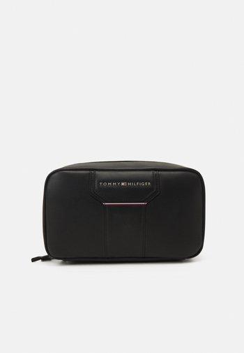 COMMUTER TECH POUCH - Wash bag - black