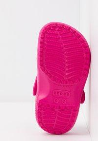 Crocs - CLASSIC - Pool slides - candy pink - 5