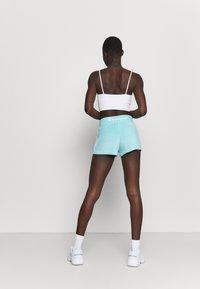 Champion - SHORTS - Pantalón corto de deporte - turquoise - 2