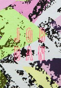 Jordan - HEATWAVE BOXY  - Print T-shirt - arctic pink - 2