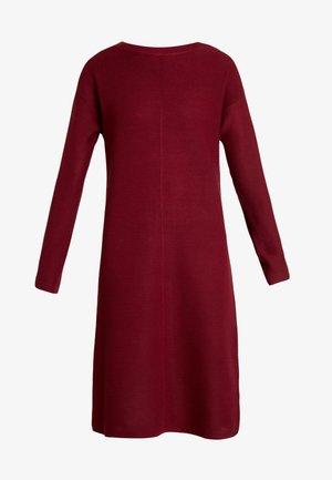 NIAKA - Strikket kjole - cabernet