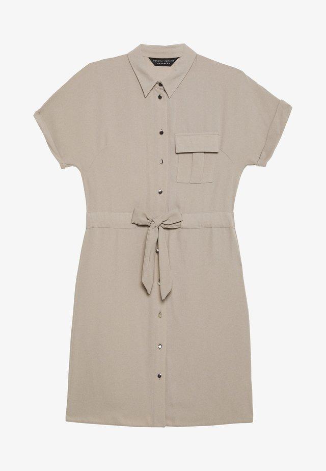 UTILITY DRAWCORD STONE SHIRT DRESS - Sukienka koszulowa - stone