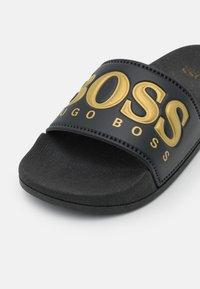 BOSS Kidswear - Badslippers - black - 5