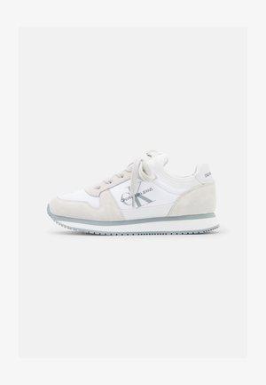 RUNNER LACEUP SOCK - Zapatillas - bright white
