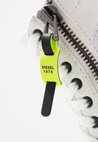 Diesel - S-DVELOWS MID - Höga sneakers - star white - 6