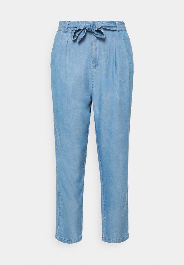 VMMIA LOOSE TIE PANT - Broek - light blue denim