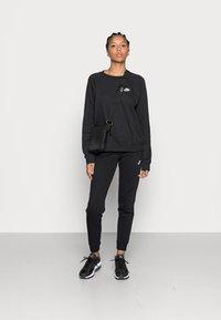 Nike Sportswear - CREW - Felpa - black/white - 1