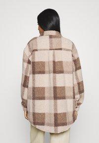 Cotton On - COSY CABIN SHACKET - Krátky kabát - natural - 2