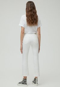 PULL&BEAR - Jeans a zampa - white - 2