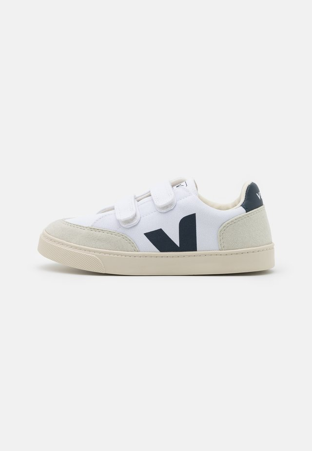 SMALL V-12 UNISEX - Sneakers laag - white/nautico/natural