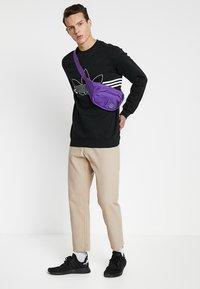 adidas Originals - OUTLINE PULLOVER - Collegepaita - black - 1
