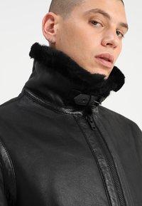 Serge Pariente - KENNEDI SHEARLING - Veste en cuir - black - 6