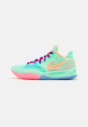 KYRIE LOW 4 - Koripallokengät - green glow/atomic orange/red plum/metallic gold/sunset pulse