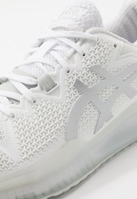 ASICS - GEL-RESOLUTION 8 - Multicourt tennis shoes - white/pure silver - 5