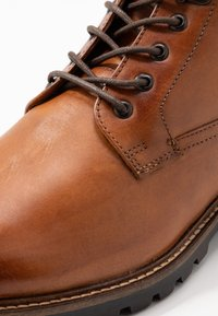 Base London - CALLAHAN - Lace-up ankle boots - tan - 5