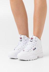 Fila - DISRUPTOR MID - Höga sneakers - white - 0