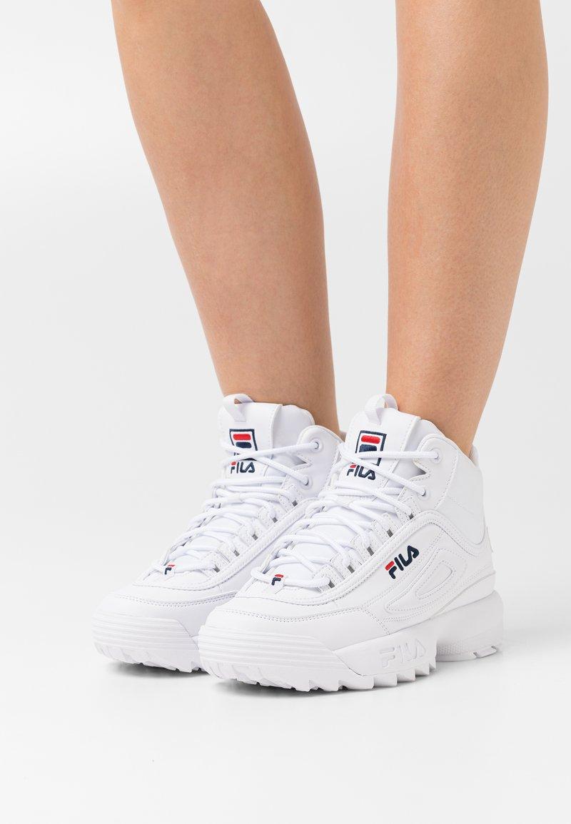 Fila - DISRUPTOR MID - Höga sneakers - white
