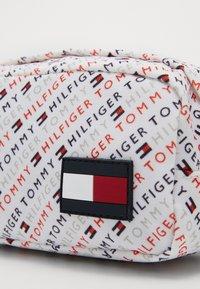 Tommy Hilfiger - CORE PENCIL CASE - Pencil case - blue - 2