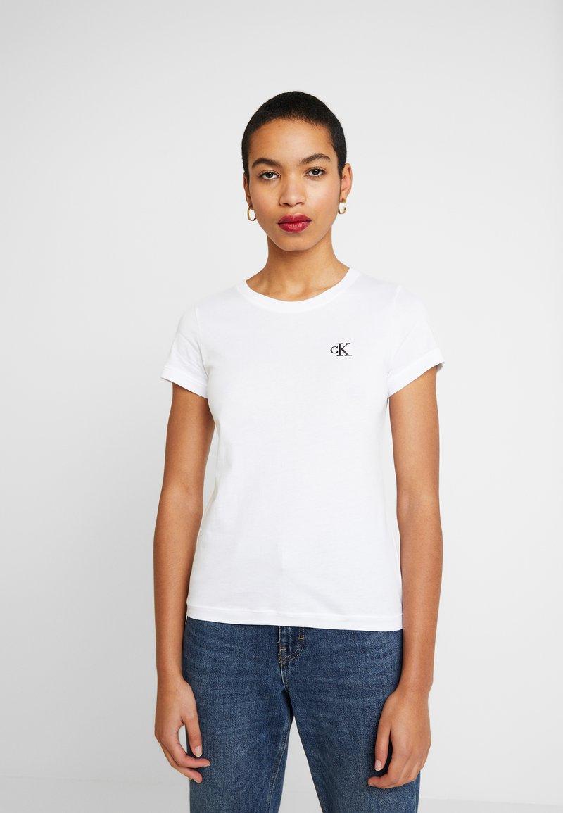 Calvin Klein Jeans - EMBROIDERY SLIM TEE - Jednoduché triko - bright white