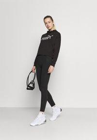 Puma - METALLIC LOGO HOODIE - Jersey con capucha - black/silver - 1
