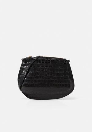 PEBBLE CROSSBODY - Sac bandoulière - black