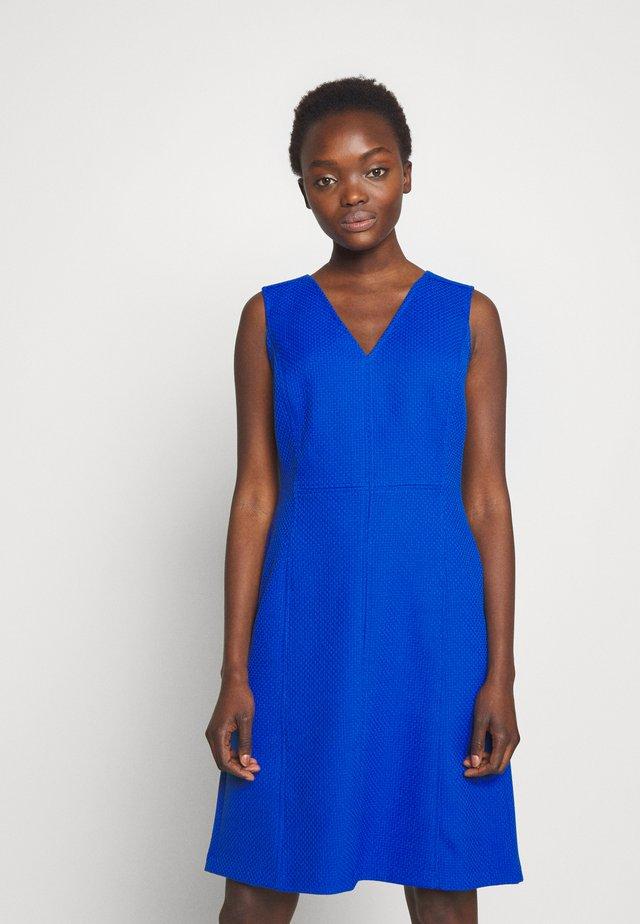 BASKETWEAVE PONTE DRESS - Vapaa-ajan mekko - regal sapphire